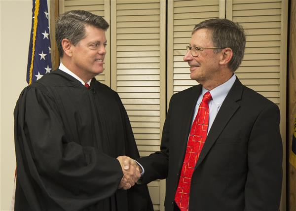 Judge Henry L. Stevens IV and Ken Reddic shake hands